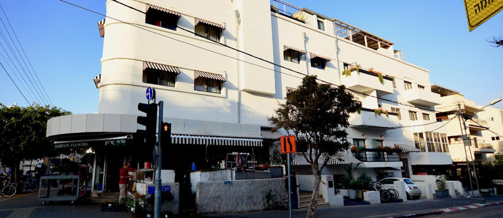 A corner building exemplifying the Bauhaus architectural style in Tel Aviv.